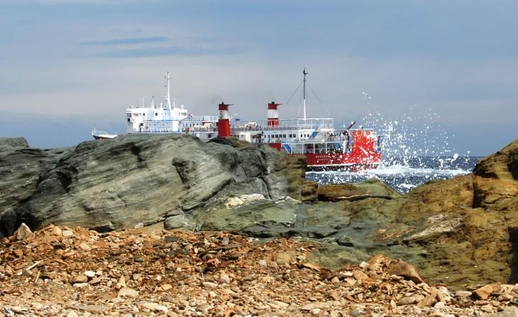 ferry leving Kea.JPG