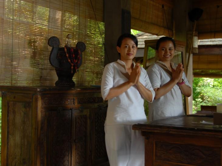 Laluna Balinese spa attendants.JPG
